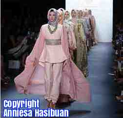 Free 2-page printable mini-lesson on the first all-hijab collection at the New York Fashion Week.